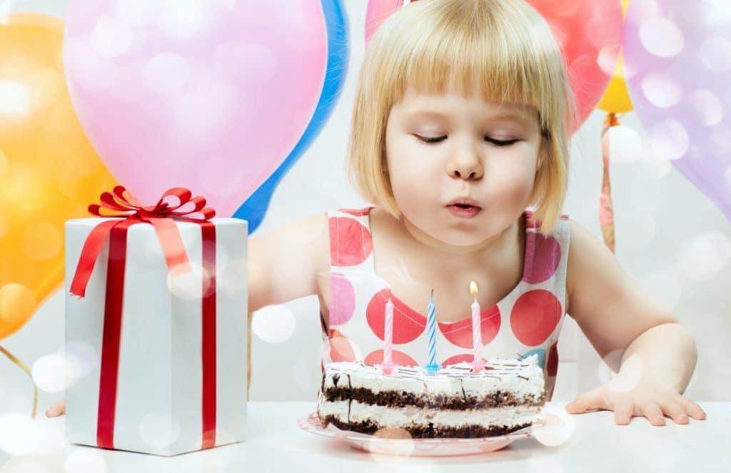 Что подарить двухлетней девочке на день рождения своими руками