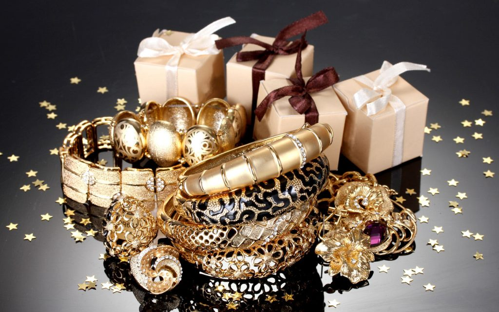 Ювелирные украшения для женщин на новый год