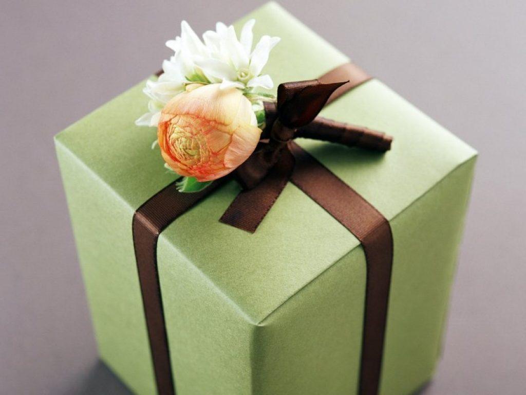 Как дарить букет мужчине