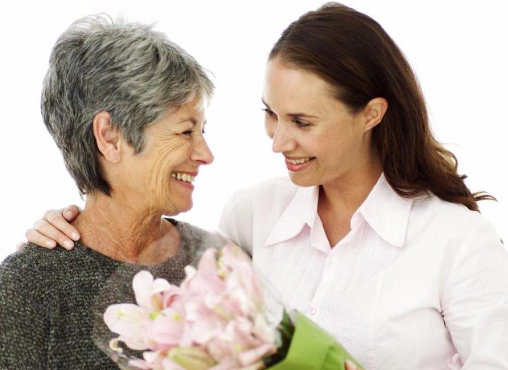 Традиционные подарки маме на 65 лет