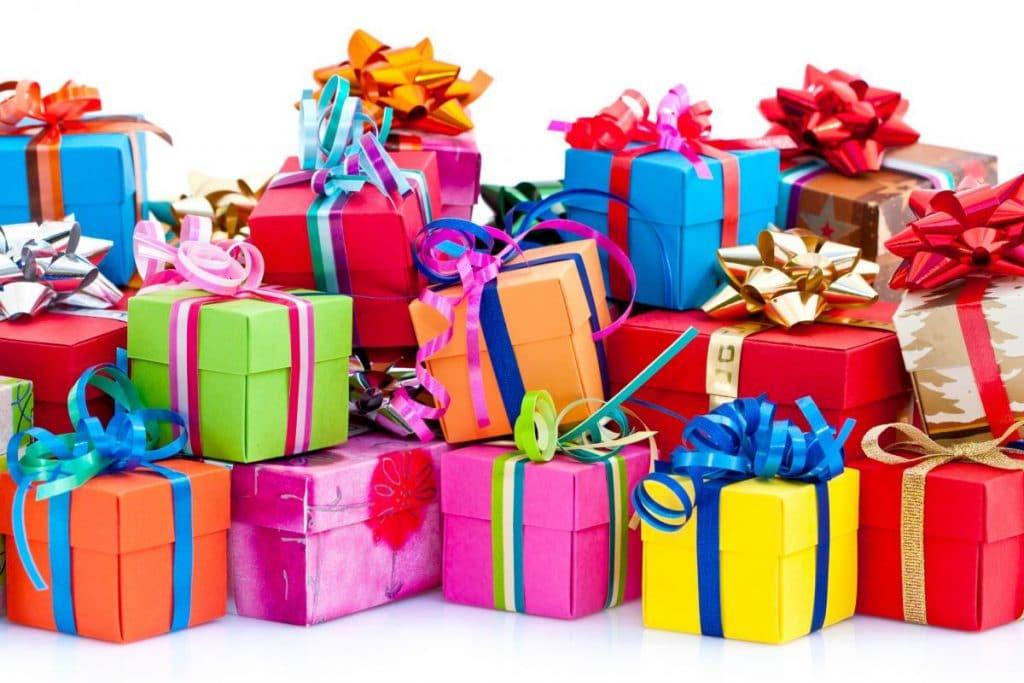 Связанные подарки на день рождения