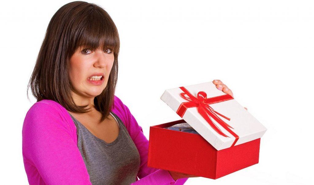 что можно подарить девушке на новый год