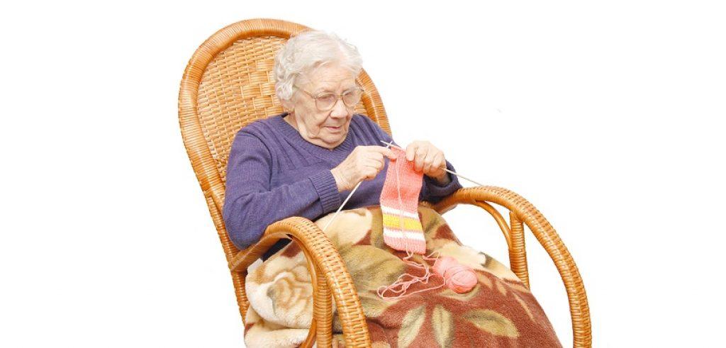 что подарить пожилому человеку женщине