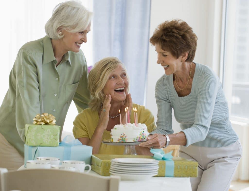 подарок женщине на 70 лет