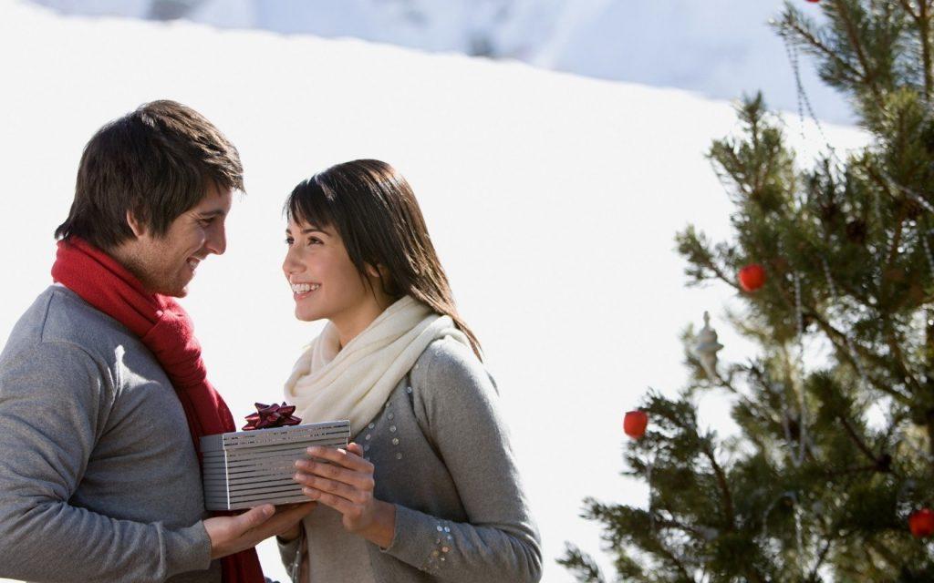 Какие подарки уместны на месяц отношений