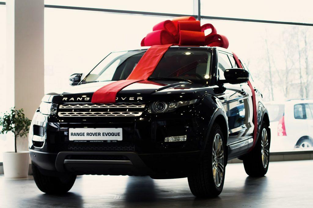 Автомобили в подарок открытку