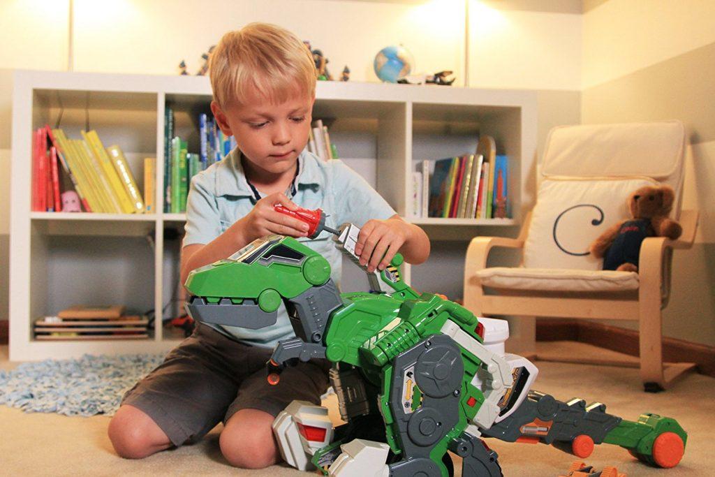 Выбор подарков для мальчика четырех лет