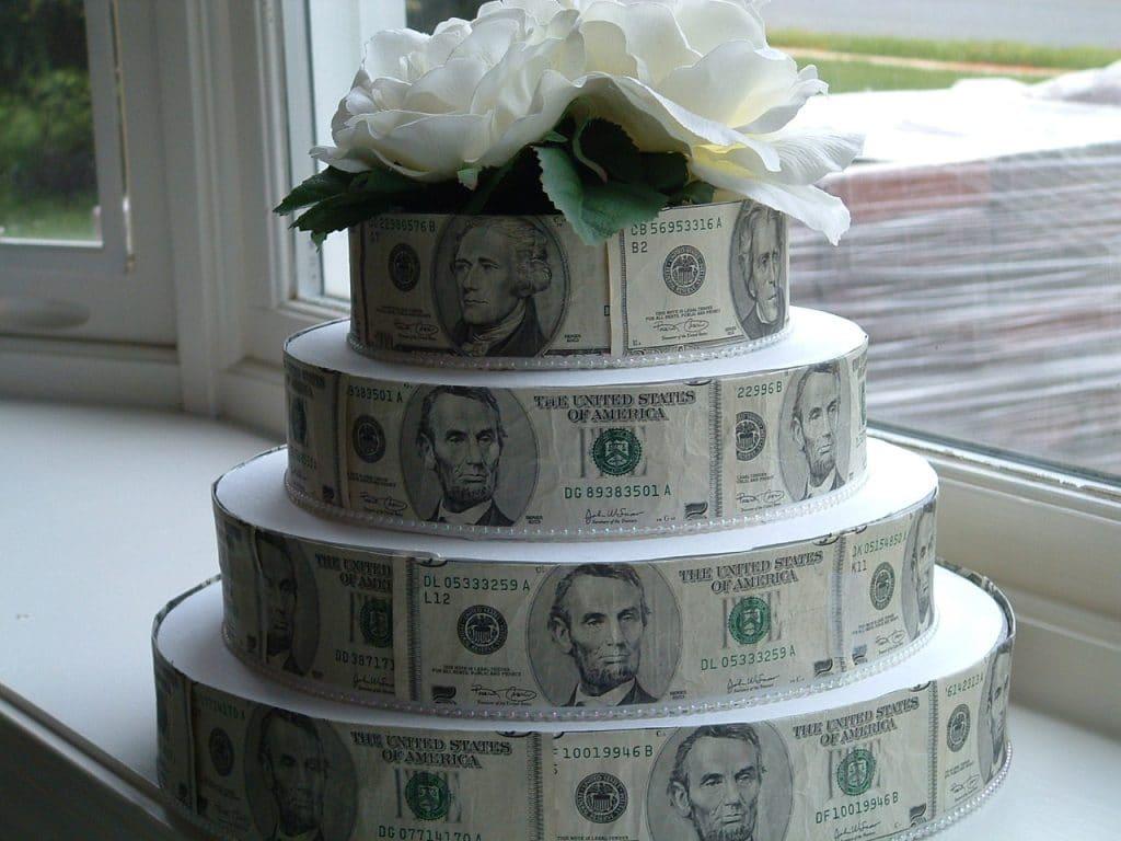 как красиво подарить деньги мужчине