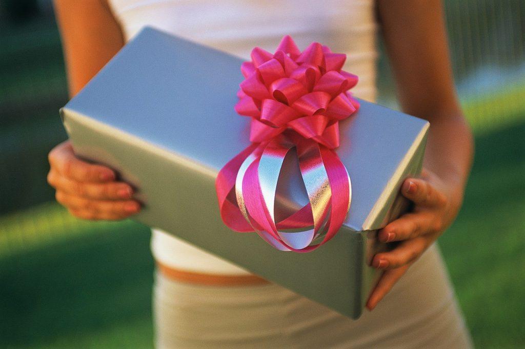 Подарок для старшей двоюродной сестры