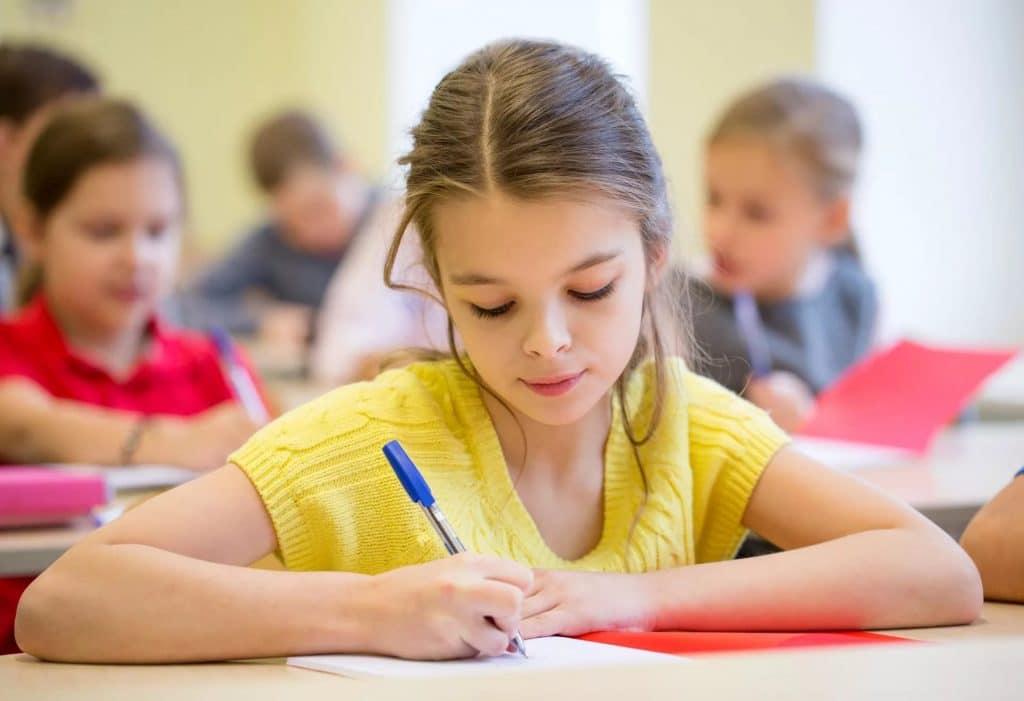 Шариковая ручка для школы