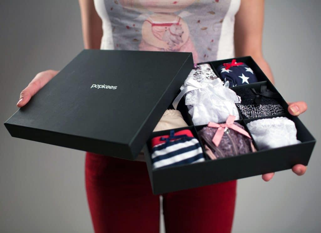 Комплект женского нижнего белья в коробке как называется переносной ноутбук