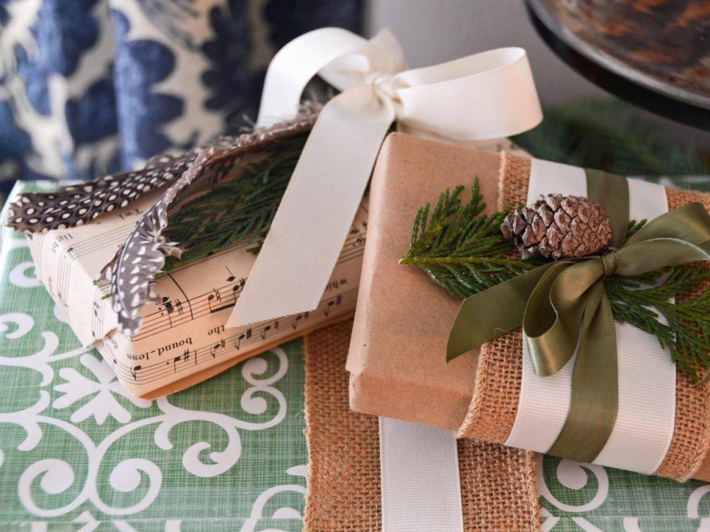 Использование природных элементов при оформлении подарка