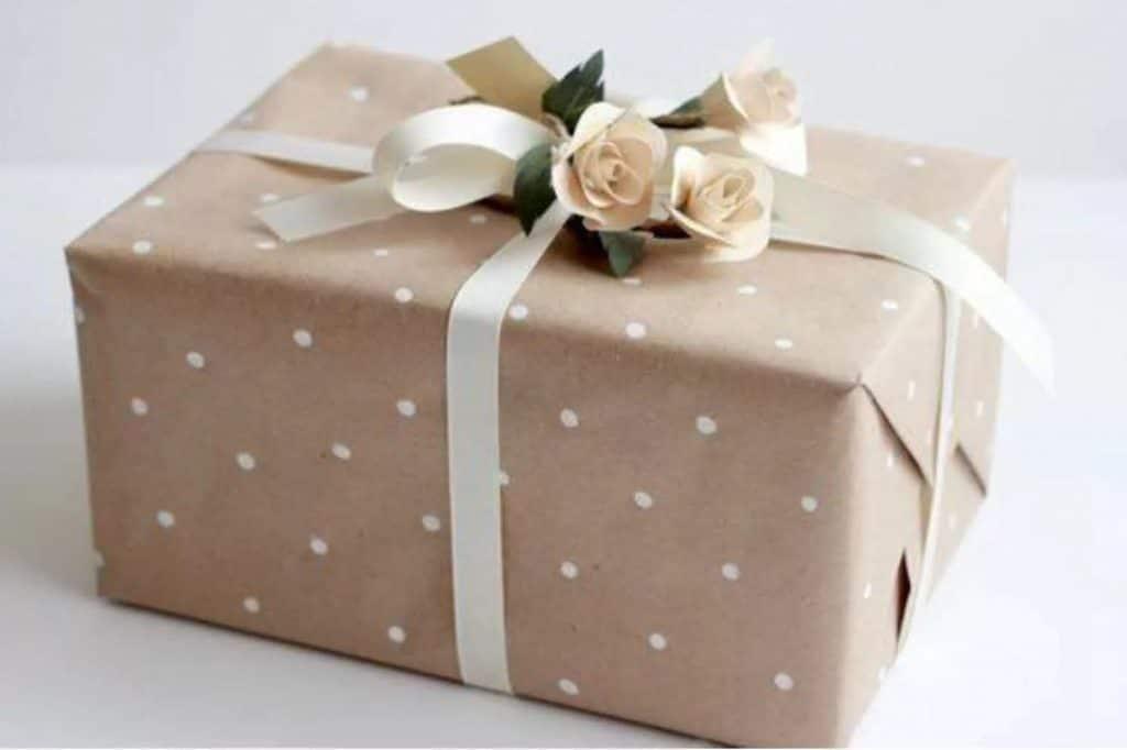Оформление подарка в горошек