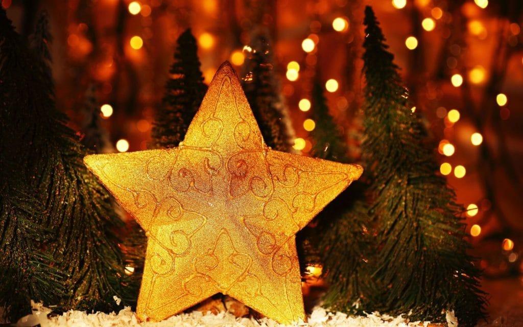 Жёлтая звезда на ёлку